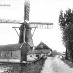 1910: ansichtkaart met korenmolen Nootdorp (met zelfzwichting op beide roeden)