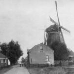 1935: ansichtkaart met korenmolen Windlust (met zelfzwichting en oud-Hollands)
